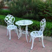 hvide møbler roser